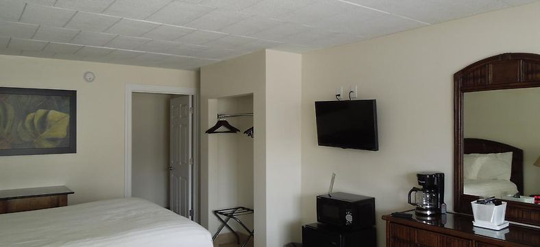 HOTEL OCEANS 2700, VIRGINIA BEACH ***
